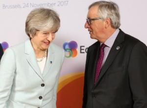 Brexit: Στις Βρυξέλλες η Μέι – Την υποδέχθηκε ο Γιούνκερ