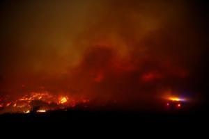 """Καλιφόρνια: """"Γλείφει"""" το Μαλιμπού η τεράστα πυρκαγιά! Τρέχουν να σωθούν Κιμ Καρντάσιαν, Αλίσα Μιλανο και Γκιγιέρμο ντελ Τόρο"""