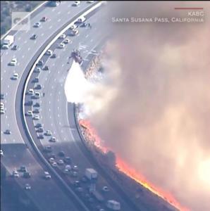 Καλιφόρνια: Απίστευτο βίντεο με την φωτιά να απειλεί αυτοκίνητα εν κινήσει
