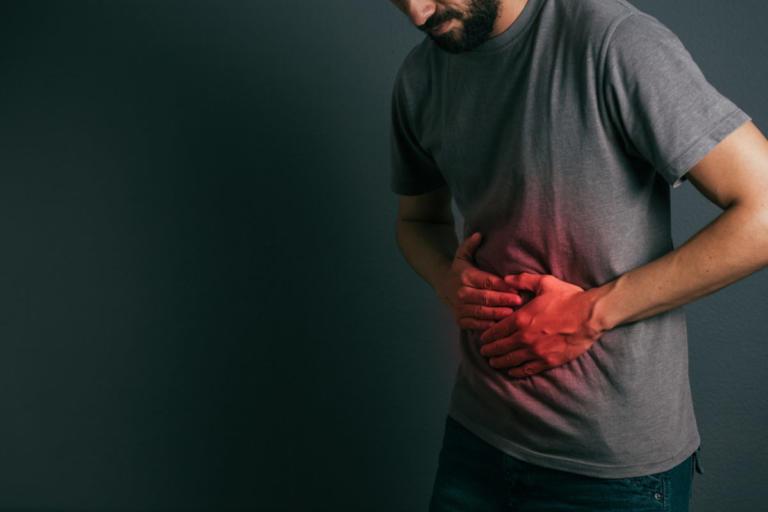 """Αυτά τα συμπτώματα του καρκίνου στο στομάχι τα μπερδεύουμε με """"αθώες"""" παθήσεις!"""