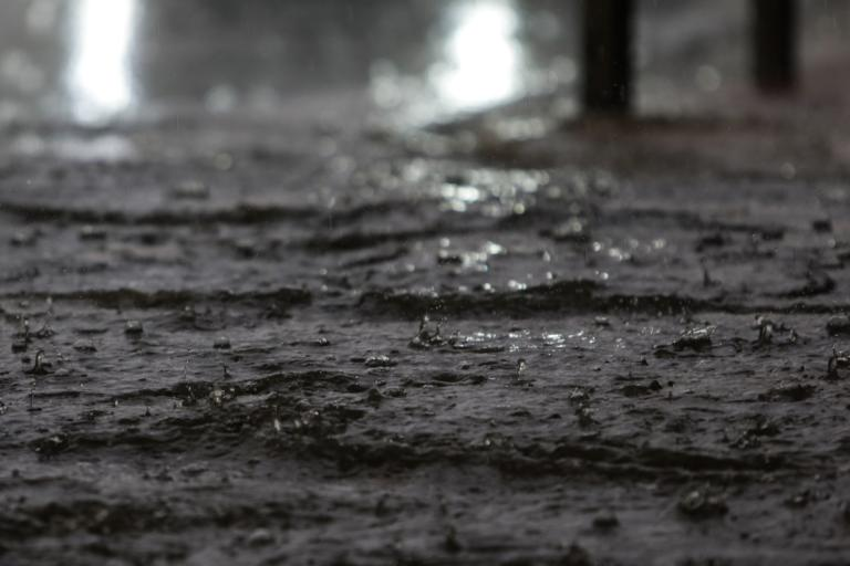 """Καιρός: Η """"Πηνελόπη"""" έρχεται! Βροχές, καταιγίδες, έκτακτο δελτίο επιδείνωσης!"""