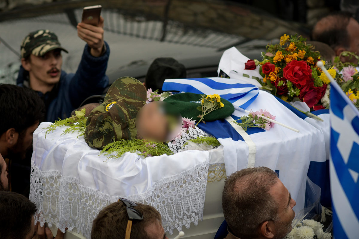 Λεπτό προς λεπτό η κηδεία του Κωνσταντίνου Κατσίφα