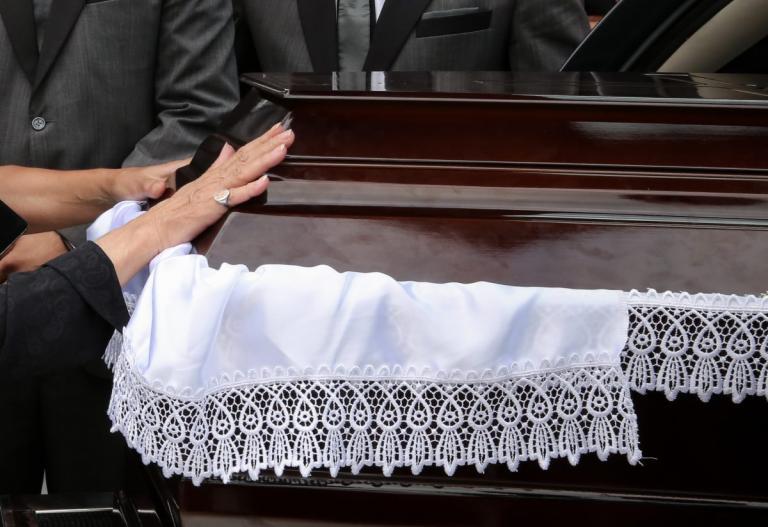 Μεσσηνία: Πέθανε ο εγγονός του Λέοντα Τολστόι – Ράγισαν καρδιές στην Καρδαμύλη οι κόρες και η σύζυγός του!