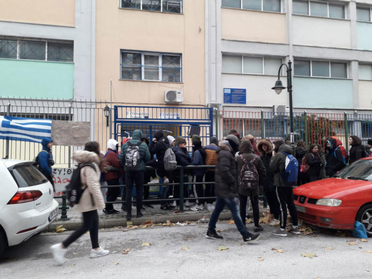 Εκατοντάδες καταλήψεις σχολείων για την «Μακεδονία» – Μαθητικό συλλαλητήριο στα Προπύλαια