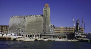 Μπλόκο στο λιμάνι του Πειραιά – 150 άτομα έχουν αποκλείσει τους προβλήτες ΙΙ και ΙΙΙ