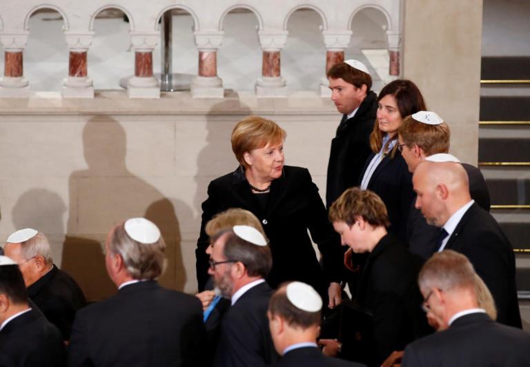 Μέρκελ: Χρέος μας να καταπολεμήσουμε τον αντισημιτισμό [pics]
