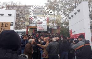Θεσσαλονίκη: Φωνές και σπρωξίματα στην κατάθεση στεφάνων για το Πολυτεχνείο – Video