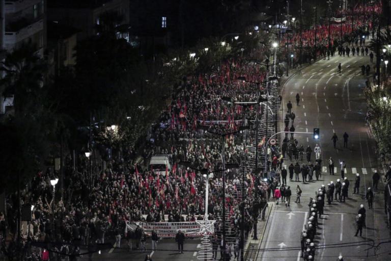 «Αστακός» η Αθήνα για το Πολυτεχνείο – Χιλιάδες αστυνομικοί στους δρόμους, κλειστοί σταθμοί του μετρό