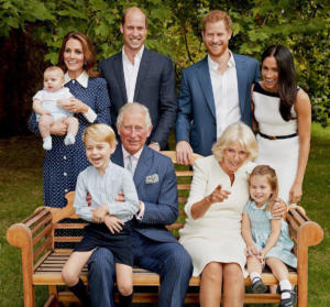 """Ο χαμογελαστός Τζορτζ, η """"μικρή Ελισάβετ"""" Σάρλοτ και ο χαζοπαππούς Κάρολος [pics]"""