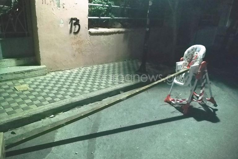 Χανιά: Η απίστευτη εξήγηση πίσω από την εικόνα με το κάθισμα του μωρού στη μέση του δρόμου [pics]