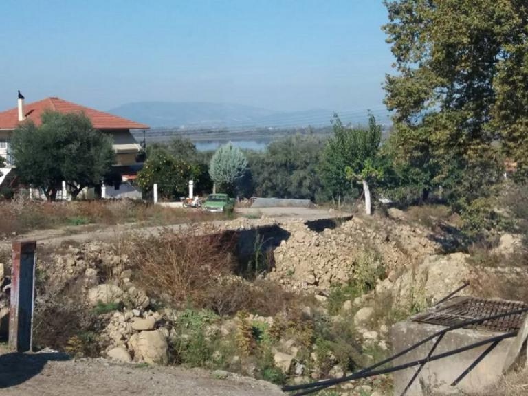 """Αγρίνιο: """"Φοβάμαι πως θα πνιγούμε"""" – Κραυγή απόγνωσης από τους κατοίκους στο Ζευγαράκι – video"""