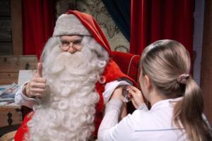Άγιος Βασίλης: Έκανε το… εμβόλιό του και προσλαμβάνει ξωτικά! [pics]