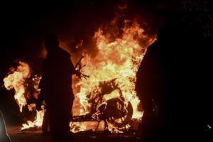 """Ολυμπιακός – Μουντούτσνοστ: Επεισόδια στο ΣΕΦ! Συλλήψεις """"οπλισμένων"""" οπαδών – Video, pics"""