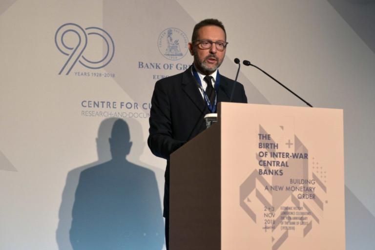 """""""Μπηχτές"""" Στουρνάρα: Η Τράπεζα της Ελλάδας δεν είναι """"ορφανή"""""""