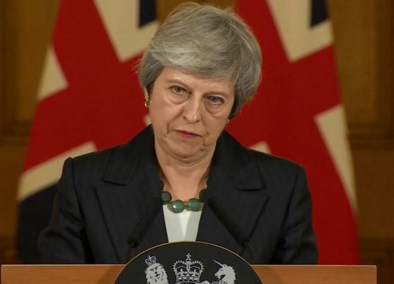 "Brexit: ""Τσουνάμι"" παραιτήσεων υπουργών πνίγει την Τερέζα Μέι"