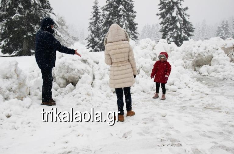 """Καιρός: Καταιγίδες και χιόνια σε όλη τη χώρα! Μαγικές εικόνες από τις πόλεις που """"ντύθηκαν"""" στα λευκά"""
