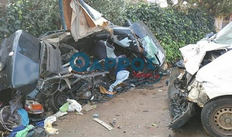 Μεσσηνία: Δύο νεκροί και δύο τραυματίες σε φοβερό τροχαίο – Διαλύθηκε σε τοίχο το ένα αυτοκίνητο – video