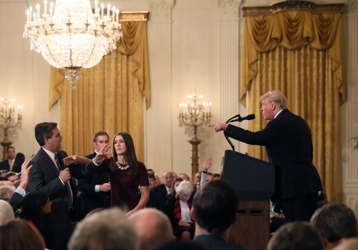 CNN: Μήνυση κατά της κυβέρνησης Τραμπ – Ζητούν πίσω την διαπίστευση Ακόστα