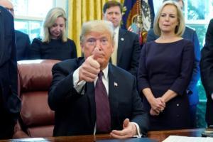 """Κίτρινα γιλέκα: Ο Τραμπ… βρήκε την λύση – """"Αφήστε την συμφωνία του Παρισιού και δώστε αλλού τα λεφτά"""""""