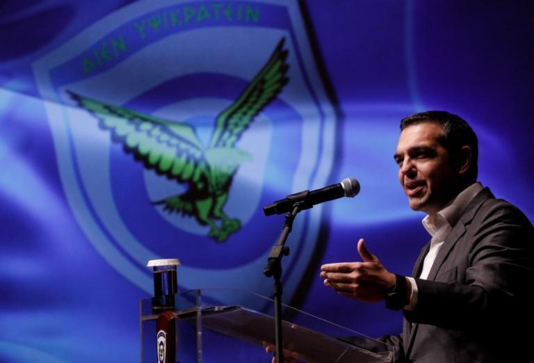 """""""Πληρώνει"""" 820 εκατ. ευρώ αναδρομικά στους ένστολους ο Τσίπρας μέσα σε ένα μήνα"""