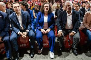 Σαν… ροκ σταρ υποδέχτηκαν τον Αλέξη Τσίπρα στο συνέδριο του SPD – video