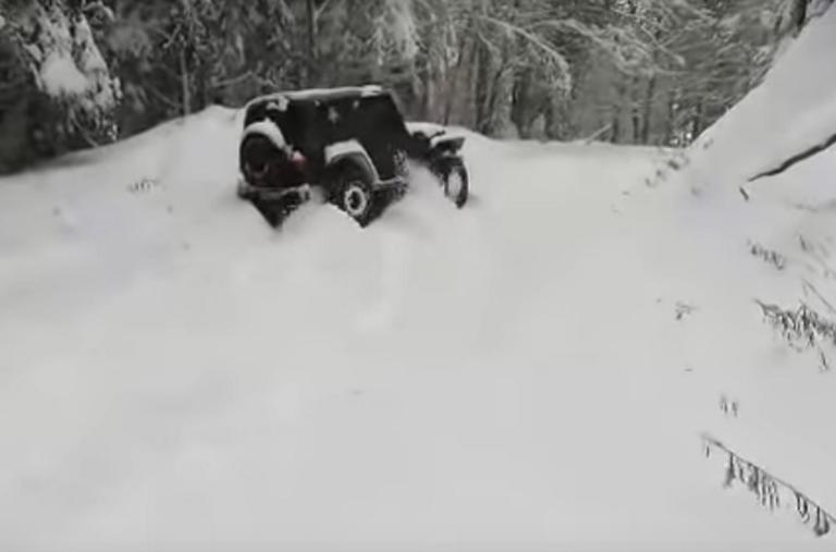 """Κοζάνη: Ούτε 4Χ4 δεν περνάει τα χιόνια! """"Παγοδρόμια"""" οι δρόμοι! – video"""