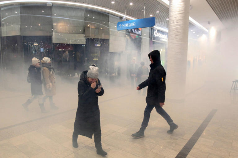 Χάος στην Ουκρανία! «Ντου» εθνικιστών σε εμπορικό κέντρο, παρέμβαση ΝΑΤΟ θέλει ο Ποροσένκο