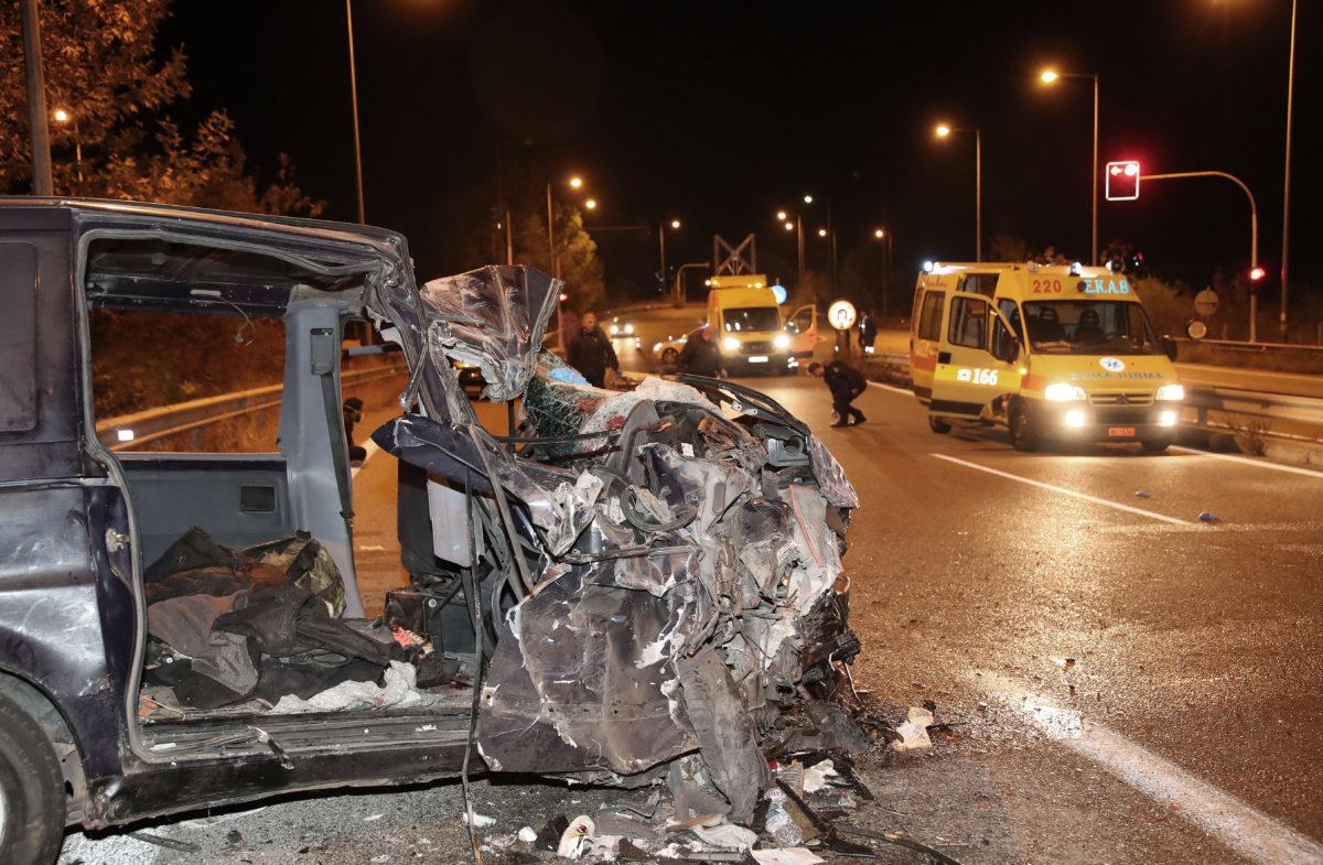 Θεσσαλονίκη: Τραγωδία στα Βρασνά – Ένας νεκρός και 19 τραυματίες από την σύγκρουση φορτηγού με νταλίκα – video