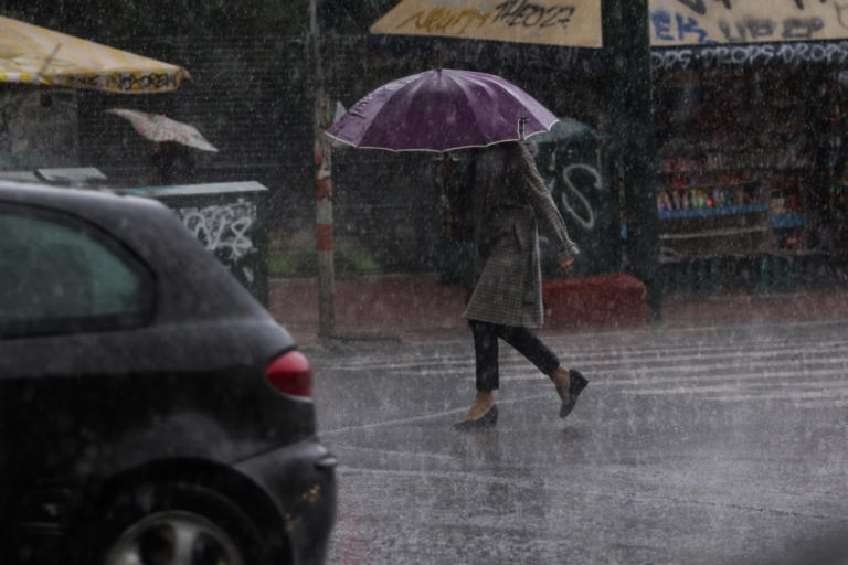 Καιρός: Βροχές και καταιγίδες και σήμερα σε όλη τη χώρα