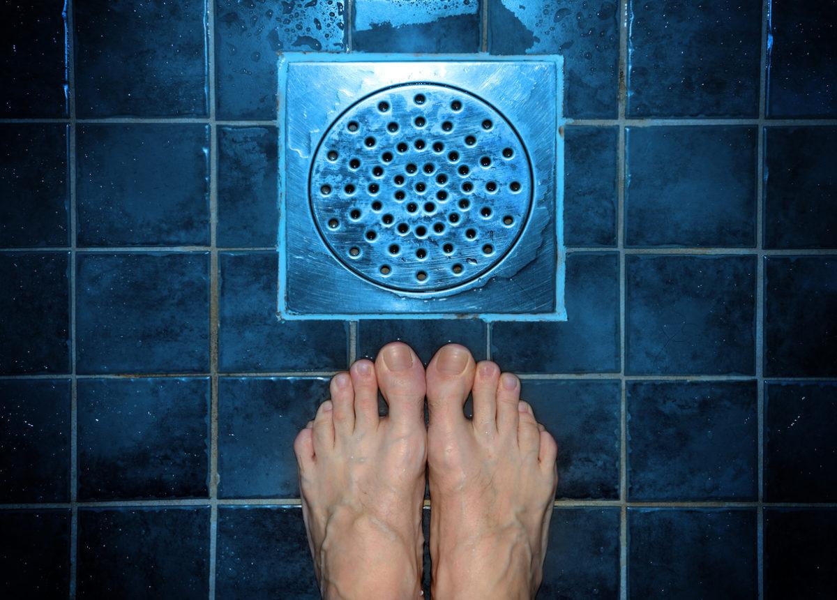 Ηράκλειο: Άκουγε τη βρύση να τρέχει στο μπάνιο και όταν μπήκε μέσα έπαθε το σοκ της ζωής της