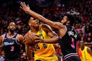 """NBA: Απότομη """"προσγείωση"""" για Αντετοκούνμπο! Ήττα για Μπακς"""