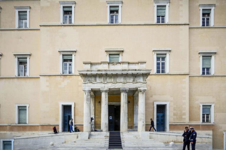 Συντάξεις: Κατατέθηκε το νομοσχέδιο για την αναίρεση των μειώσεων