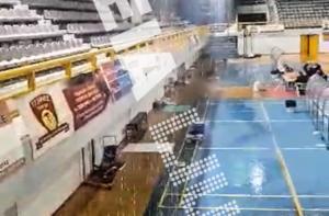 «Σουρωτήρι» η οροφή! «Καταρράκτες» κατά τη διάρκεια του αγώνα – video