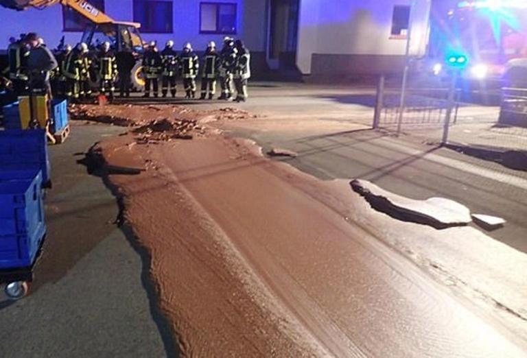 Το πιο γλυκό ατύχημα – Δρόμος πλημμύρισε με σοκολάτα!