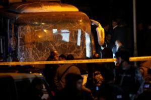 Βίντεο ντοκουμέντο από την πολύνεκρη έκρηξη σε τουριστικό λεωφορείο στο Κάιρο – Video