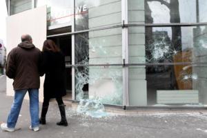 """""""Κίτρινα γιλέκα"""": Επιβράδυνση της οικονομίας λόγω των ταραχών"""
