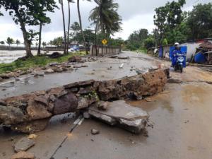 """Τσουνάμι Ινδονησία – """"Σπάνια σύμπλεξη γεωδυναμικών και αστρονομικών φαινομένων"""" λέει ο Ε. Λέκκας"""