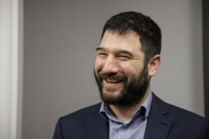 """Ηλιόπουλος: Ο Μπακογιάννης έκανε απότομη στροφή στο """"νόμος και τάξη"""""""