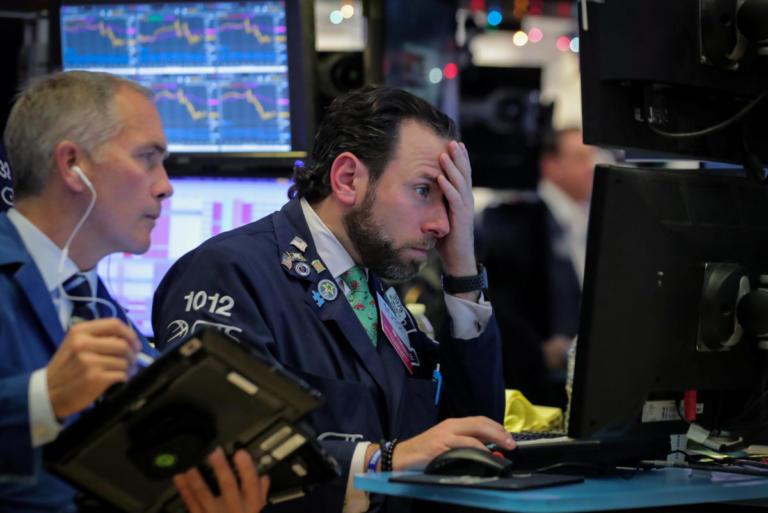 Wall Street: Στραπάτσο για τους δείκτες μετά την αύξηση των επιτοκίων