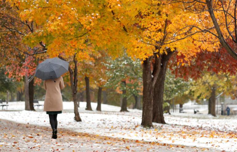 Καιρός: Βροχές, καταιγίδες και άνεμοι μέχρι 7 μποφόρ