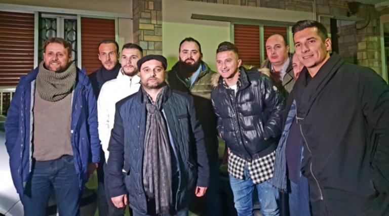 Επισκέφτηκαν τον διαιτητή Τζήλο ποδοσφαιριστές της ΑΕΛ – Προσέφεραν μπάλα και φανέλα της ομάδας