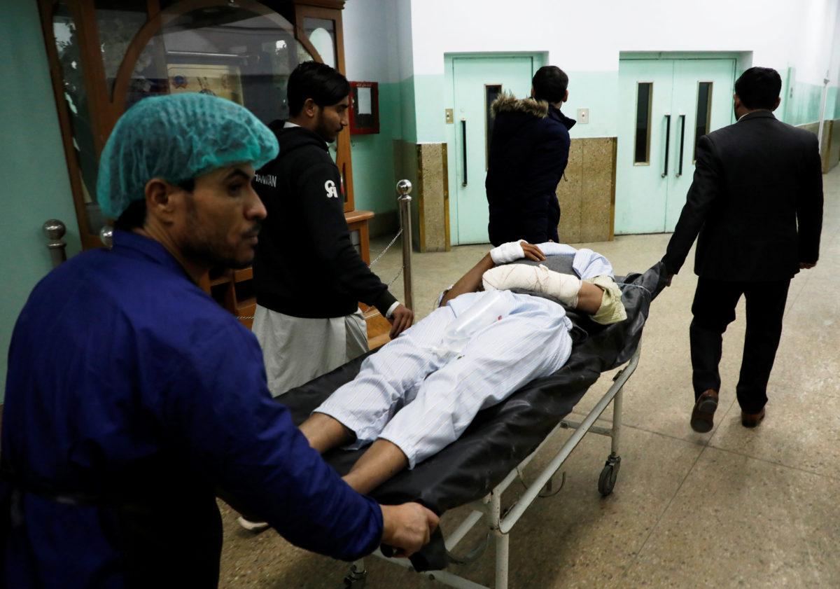 Καμπούλ: Ένοπλοι κρατούν ομήρους σε κυβερνητικό κτίριο – 30 νεκροί [pics]
