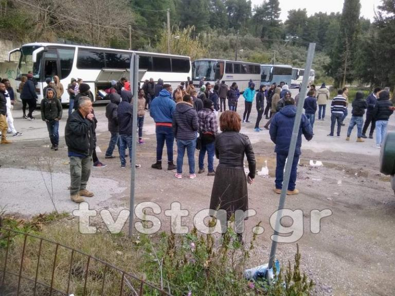 Εύβοια: Έκλεισαν δρόμο για να φύγουν οι μετανάστες – Αναβρασμός στην Αγία Άννα [pics]