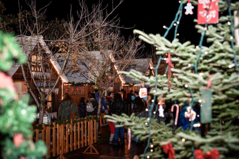 """Πρέβεζα: """"Φωτεινές ευχές"""" την 'Αγια Νύχτα των Χριστουγέννων – Τα φαναράκια που θα μοιραστούν!"""