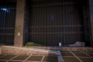 """Χανιά: Το νυχτερινό καταφύγιο αστέγων – """"Μας ανταποδίδουν την αγάπη που τους δίνουμε""""!"""