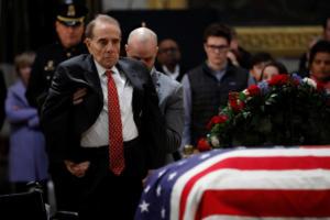 Τζορτζ Μπους: Ο συγκινητικός αποχαιρετισμός του Μπομπ Ντόουλ [video]