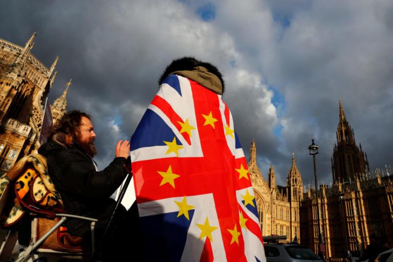 Brexit: Διαψεύδει το ενδεχόμενο νέου δημοψηφίσματος η κυβέρνηση