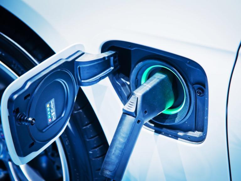 Η Βρετανία θα φορολογήσει το ρεύμα για τα ηλεκτρικά αυτοκίνητα
