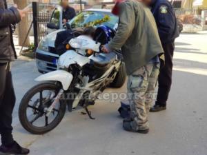 Λαμία: Τραυματίστηκε ντελιβεράς σε τροχαίο – Το κράνος τον έσωσε από τα χειρότερα [pic]