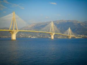 Απειλούσε να πηδήξει από τη γέφυρα Ρίου Αντιρρίου